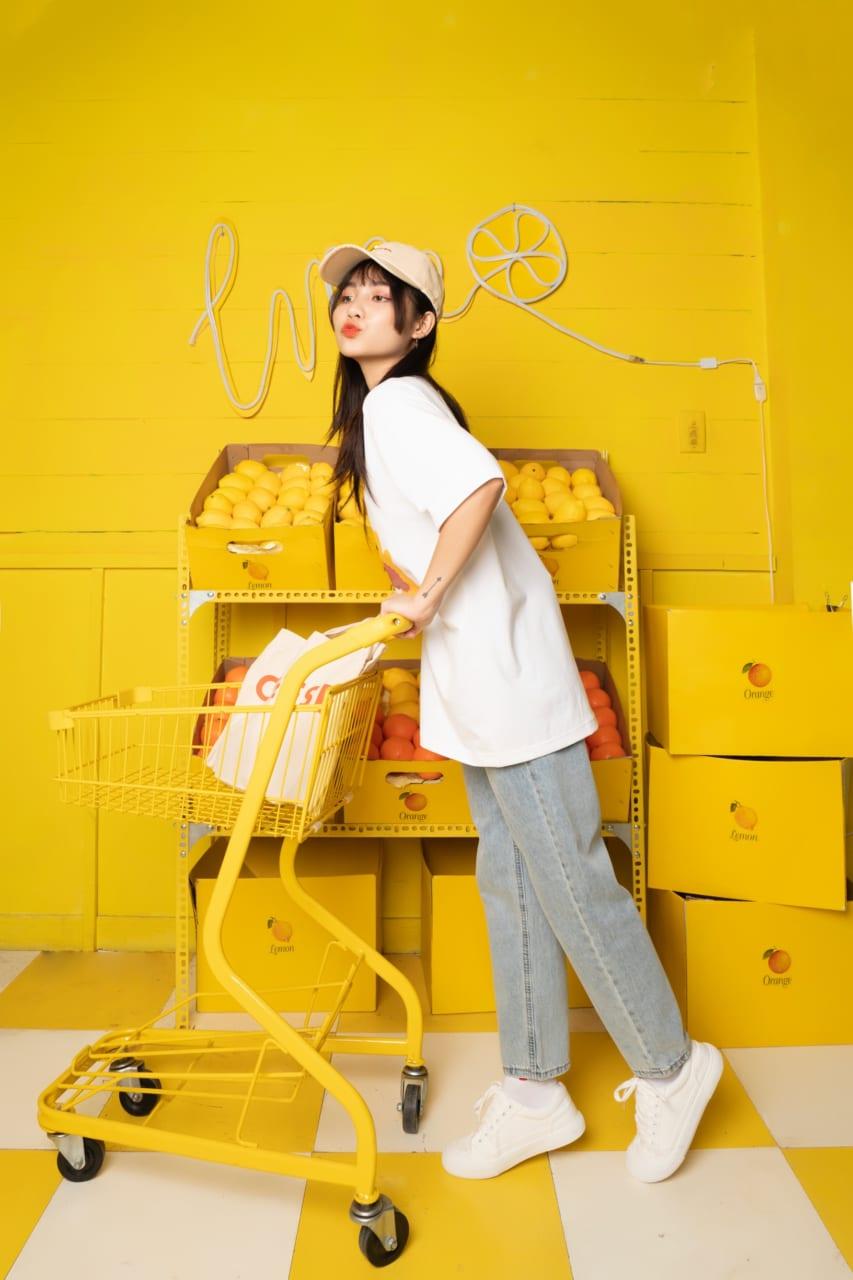 Hot trend jester áo thun Say Happy cùng quần jean
