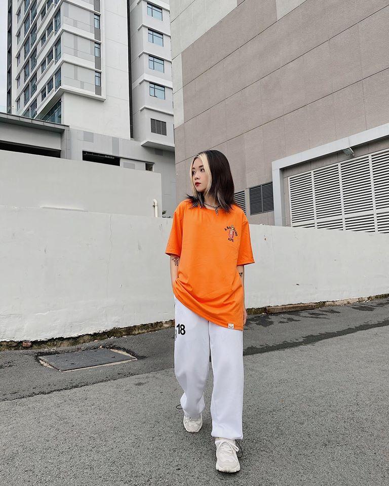Áo thun cam mix quần trắng thoải mái