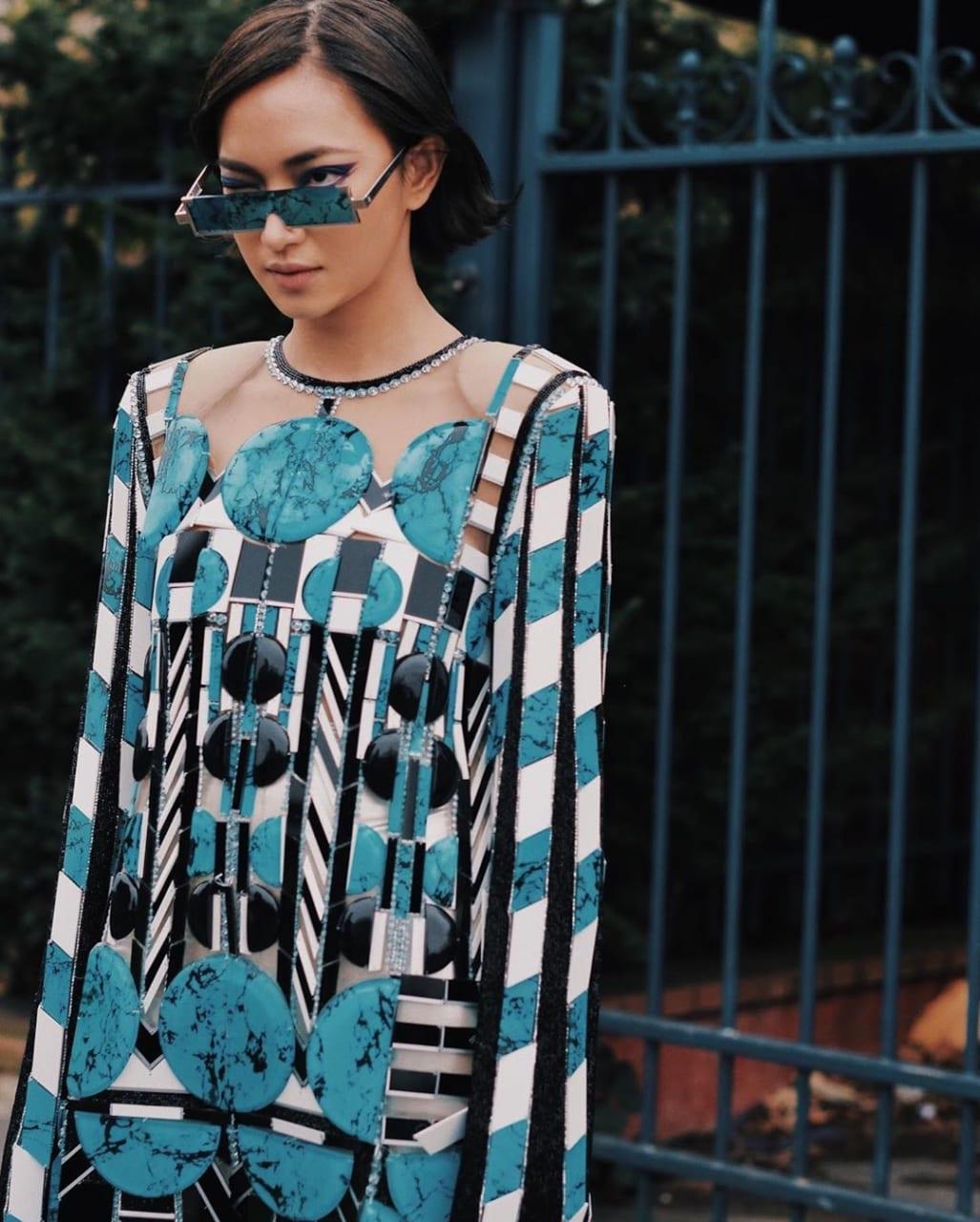 Châu Bùi diện chiếc váy nặng 10kg dự một show thời trang