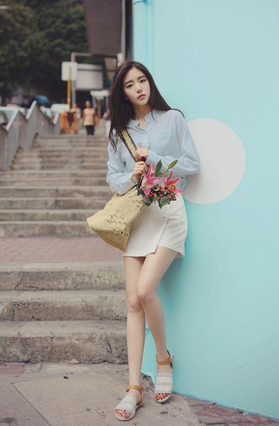 Skirt ngắn và áo sơ mi màu pastel